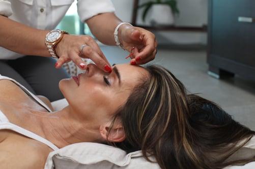 de-stressing treatment via massage of important body points
