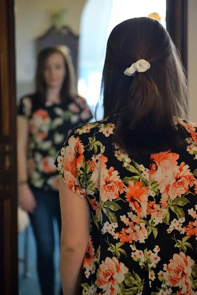 woman looking in the mirror photo by taylor smith-605201-unsplash